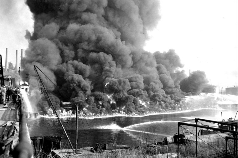 cayuhoga-river-fire
